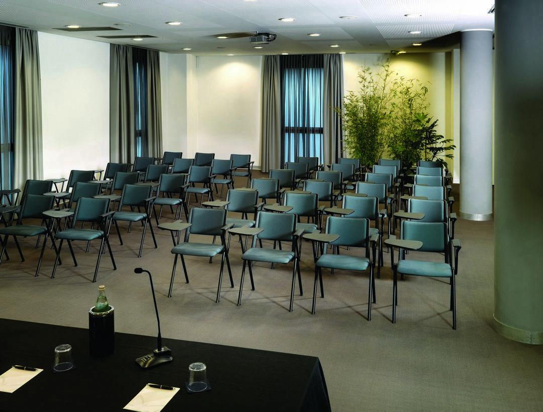 Cadeira Up ambiente 2 - Cadeira UP Universitária Prancheta Escamoteável